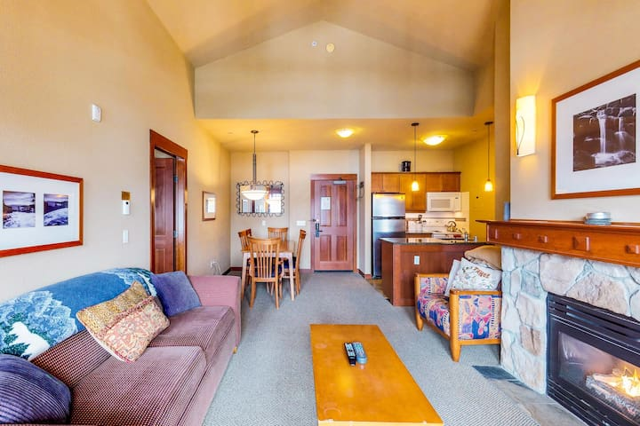 Ski-in/ski-out condo w/shared sauna, hot tubs, & on-site golf -  in the village!
