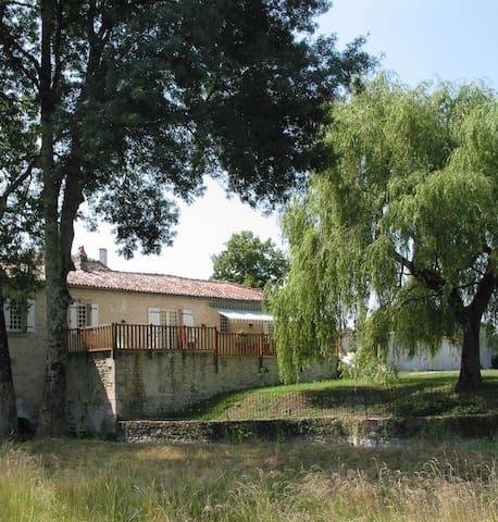 Grand gîte dans un moulin du XV éme siécle - Lagarde-sur-le-Né - Dům