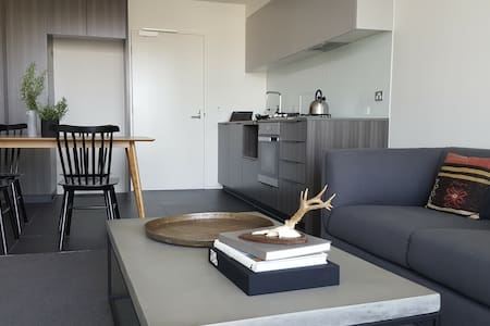 Private Room 2 beds stylish Contemporary Apartment - 達克蘭(Docklands)
