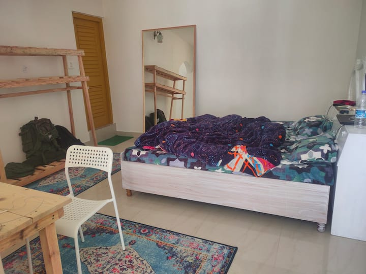 Cosmicgeeks 2~Room with kitchen &wifi in Dharamkot