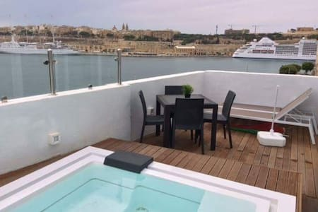 Valletta Views, Designer Penthouse, Senlgea - Senglea