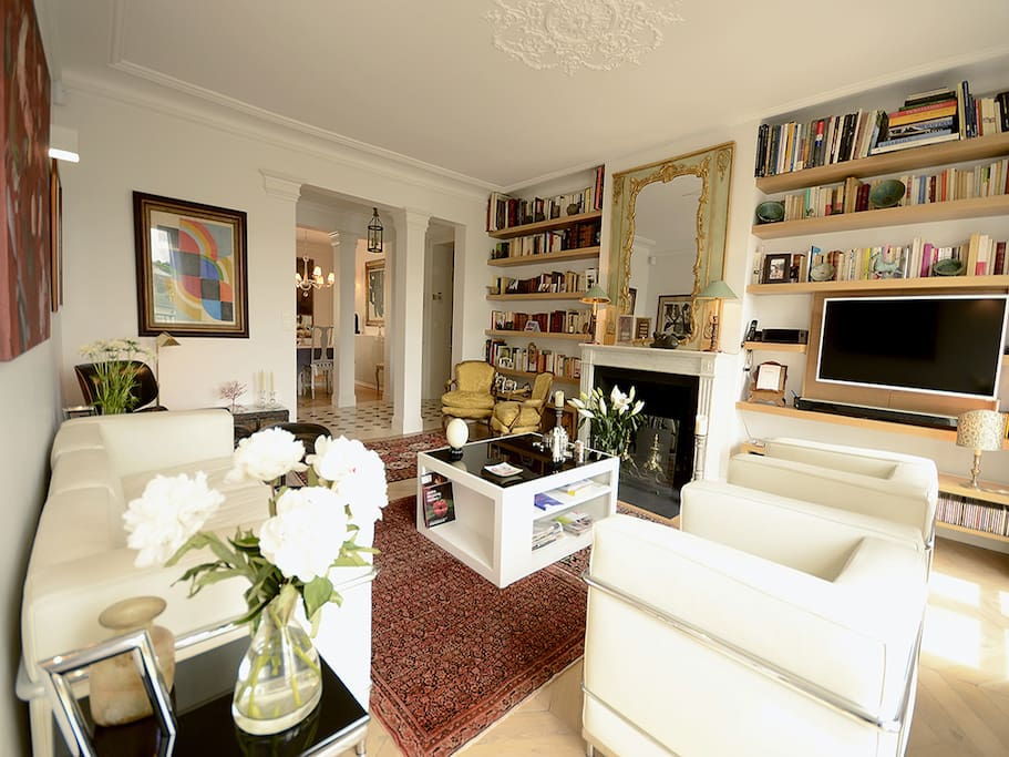 Living room with fresh flowers