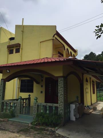 Pengkalan Hulu Paradise Homestay