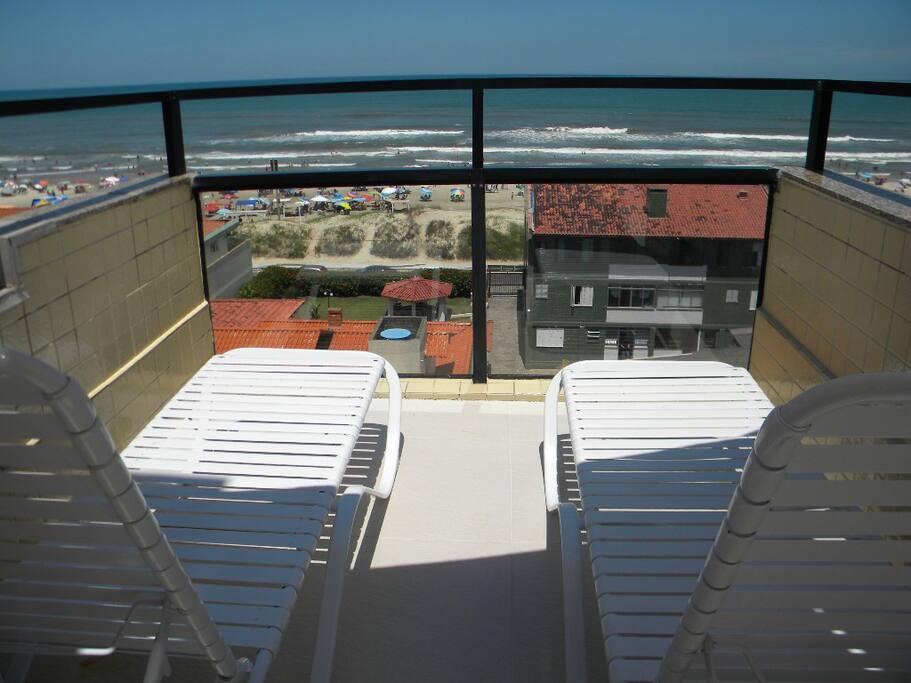 Área externa com vista direto do mar