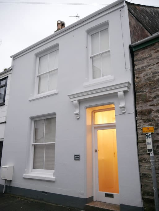 Town house - 2 mins from quay