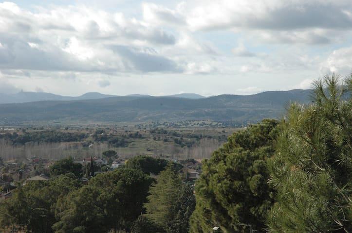 Chalet acogedor con precioso paisaje - Calalberche