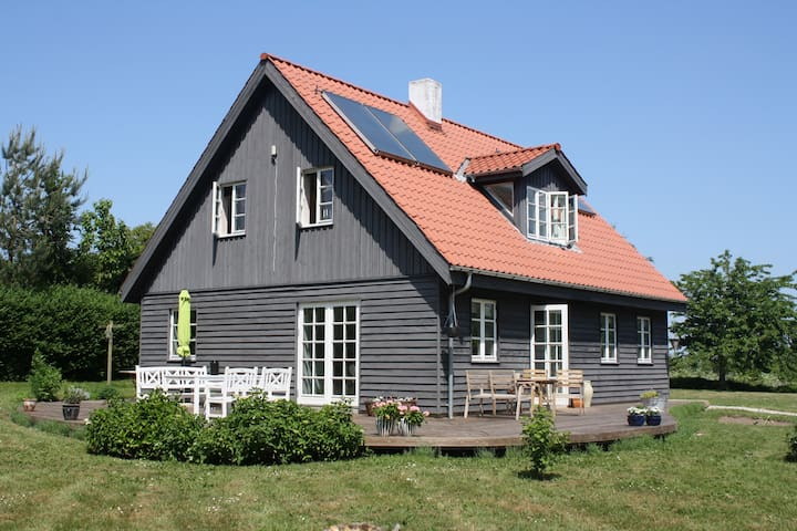 Wooden house on beautiful Helnæs - Ebberup - Casa