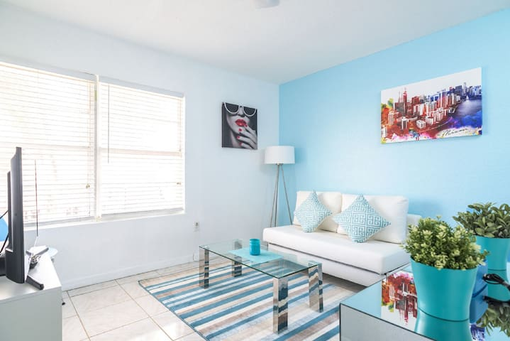 Beautiful Miami Beach Apartment on Collins Avenue