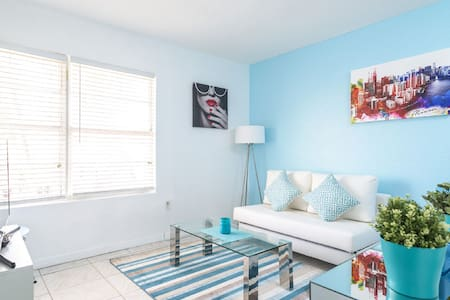 Beautiful Miami Beach Apartment on Collins Avenue