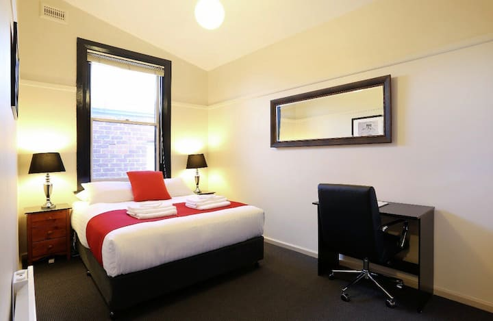 Macquarie House Hobart - Queen Room 11