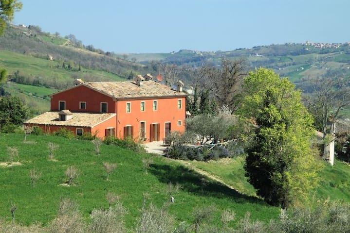 Il Martelletto, the Marcheshire at its best. - Serra San Quirico - Alojamento ecológico