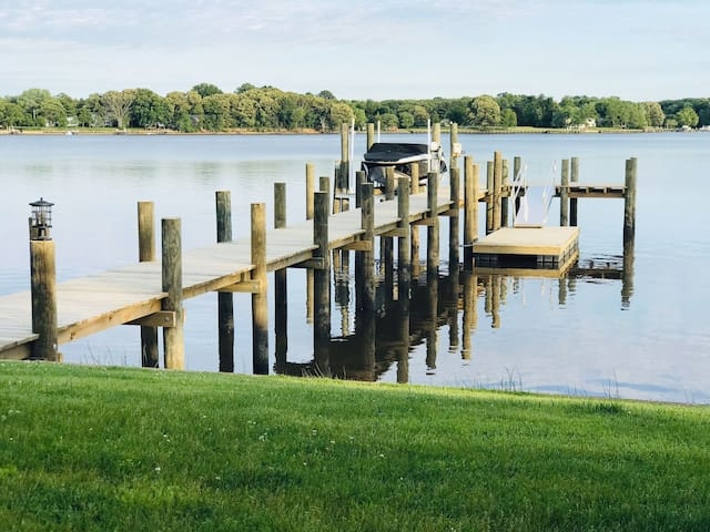 River cottage with private dock & water fun