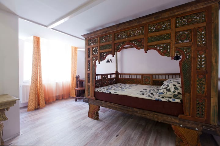 BEDROOM 2 (with double bed)