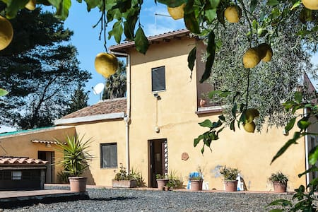 CountryHouse 50 m. from the beach