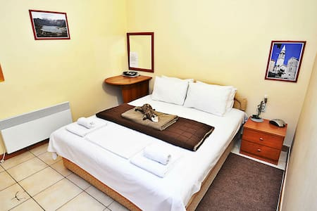 Queen Room with Private Bathroom in center - OLGA - Budva - Guesthouse