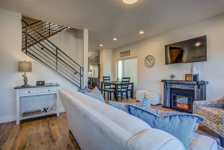 4BR | SkylineTownhome Mid-Term & Corporate Rental