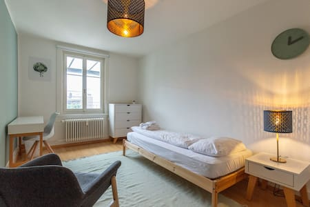 92 / private entrance / balcony / 3 min to station