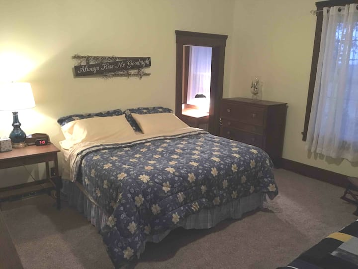 Doster's Country Comfort B&B •WITH HOT TUB• Yellow