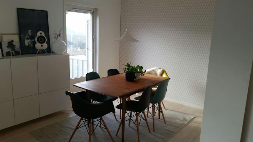 Hyggelig og moderne familiebolig - Тронхейм - Дом