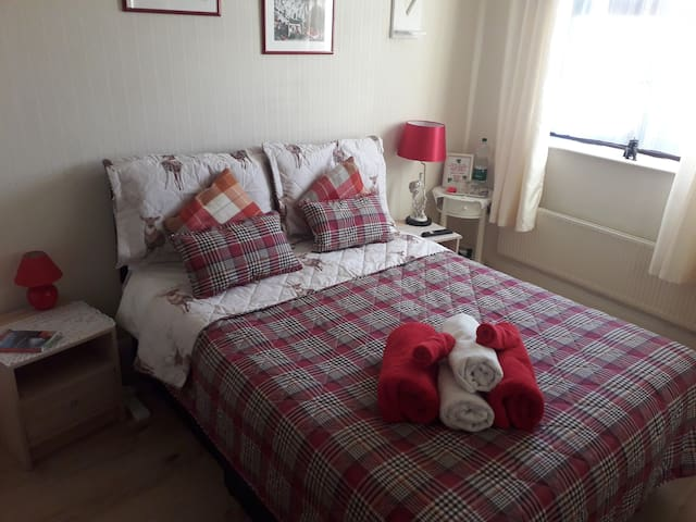 Double ensuite room in Brendan,Beatrice Irish Home