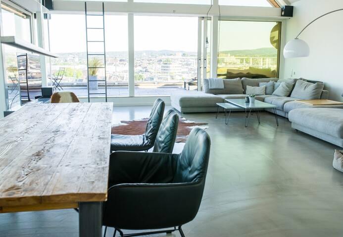 Luxus-Loft mit 40 qm Dachterasse mit Blick über AC