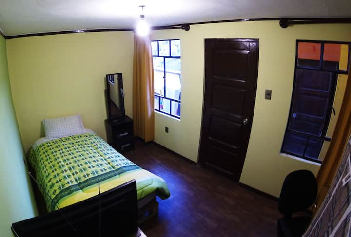 Furnished Room 12 min. walking to downtown.