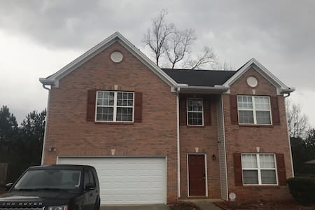 Big home 6BR 12 beds 15 mins to downtown & airport