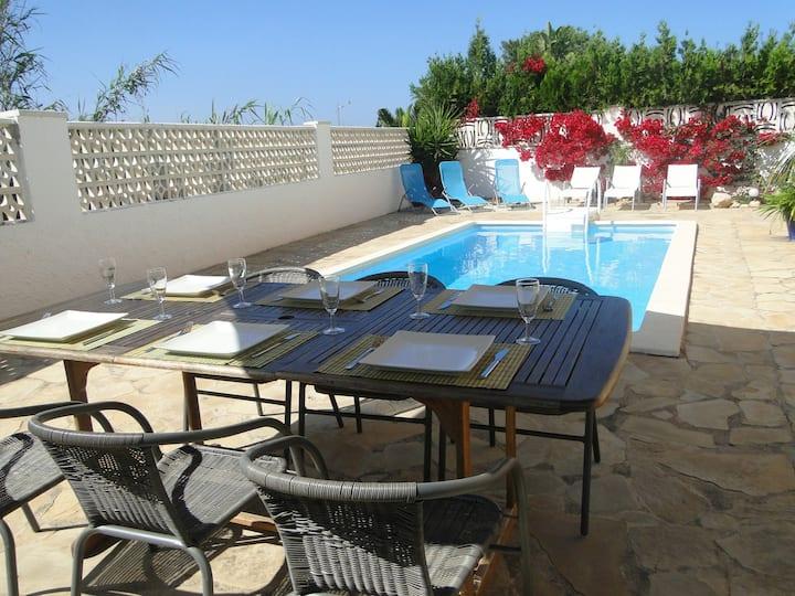 Villa luxueuse avec piscine privée à 700 m plage