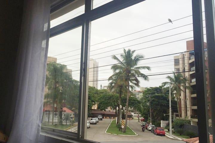 Apartamento entre a praia brava e mansa em Caiobá