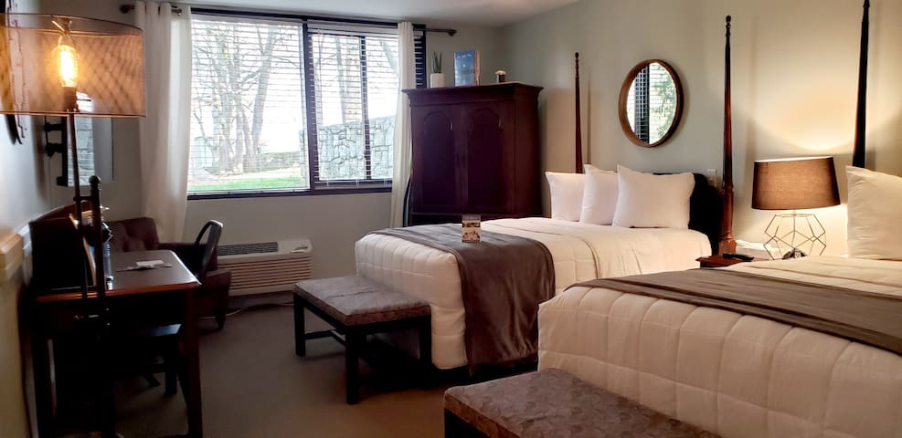 Two Full Beds - Pine Lodge