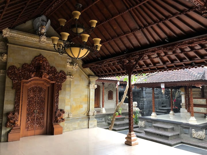 Pujis Homestay with a private pool and garden view