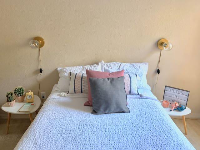 DISNEY PLUS a cozy private bedroom