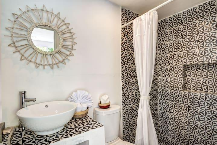 Ensuite Bathroom: Fluffy Towels, Large Shower