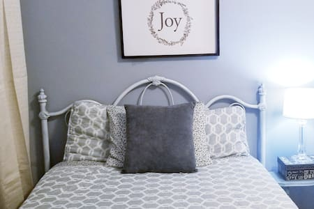 Cozy bedroom with affordable price,no cleaning fee