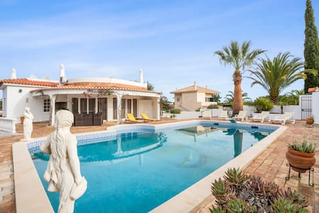 3+1 bedroom villa with private garden, pool & BBC - Albufeira - House
