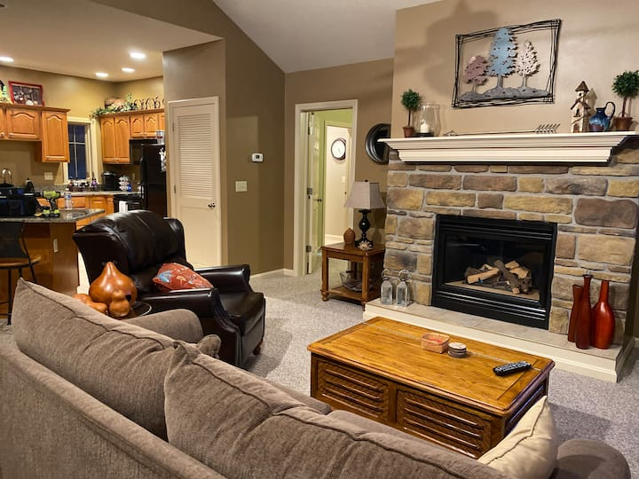 Rustic-Modern Condo at Peek n Peak-Pet Friendly
