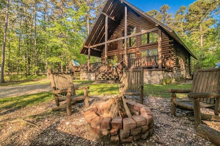 Peaceful Pines Luxury Cabin