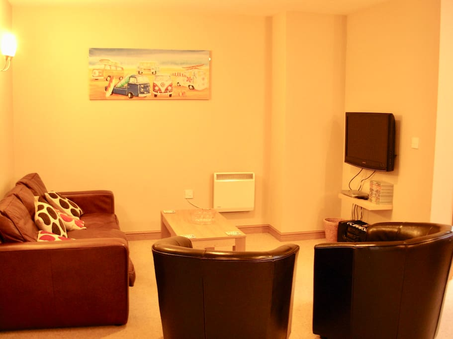 Lounge, with large screen tv & dvd player