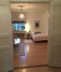 Mysig liten lägenhet på populära Herrhagen - Apartment