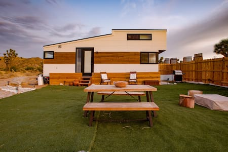 The Little Dipper: Off-Grid Tiny Home by Moon Camp