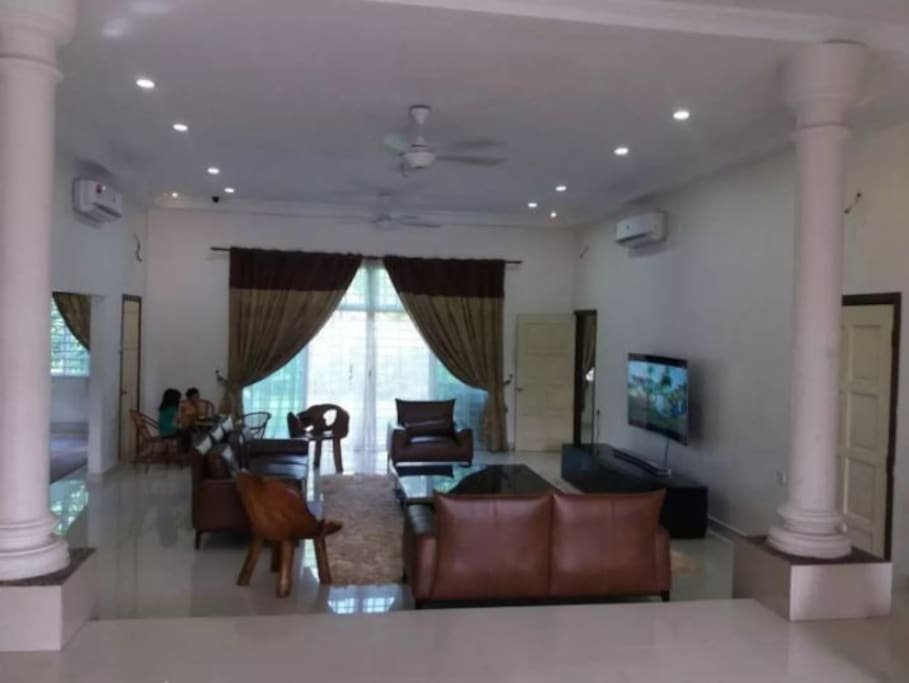 Spacious Living Area with Curve 85 Inches Sceen