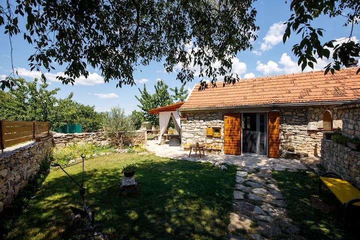 "Rural Cottage house ""Mala kuća""-Krka National Park"