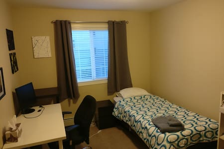 Private Room Close to Downtown and Hospital - Red Deer - Apartemen