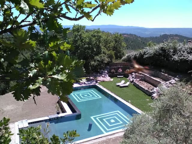 Charming B&B room VOYAGE in Roussillon, Luberon - Roussillon
