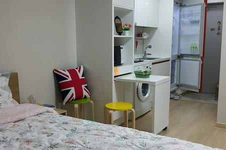 Cozy, Private studio at Subway St. 1 min. - Dong-gu