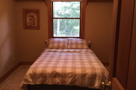 Quiet, family-owned cabin in the woods - Room #3 - Graham