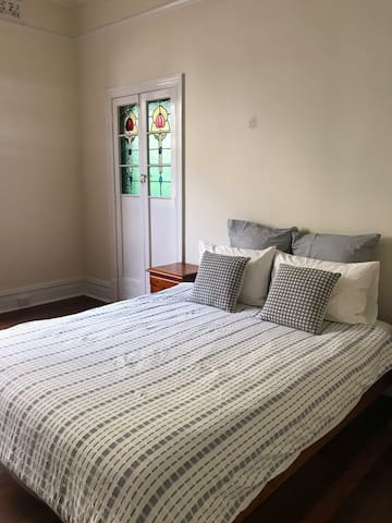 Charming North Perth room, so close to city!