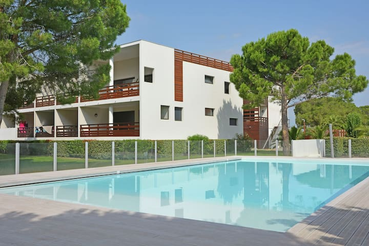 """Comfortable apartment with parking at  """"resort"""" with pool and golf club in the Languedoc Roussillon."""