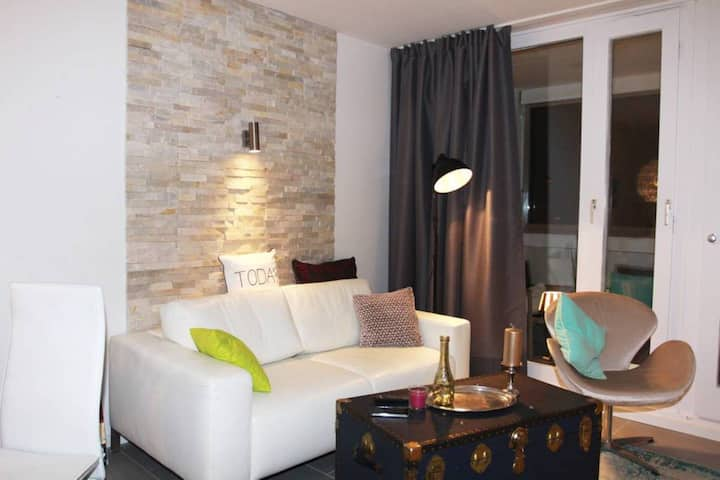 Deluxe apartment with a balcony in Olympiadorf