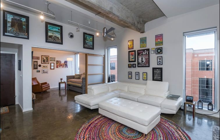 Arts District 3 bd Penthouse w/private ROOFTOP!
